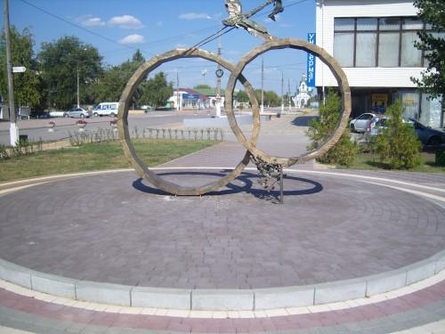 """Скульптура """"Обручальные кольца"""""""